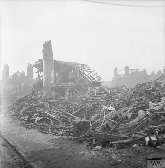 11 December 1940 worldwartwo.filminspector.com Birmingham Blitz damage