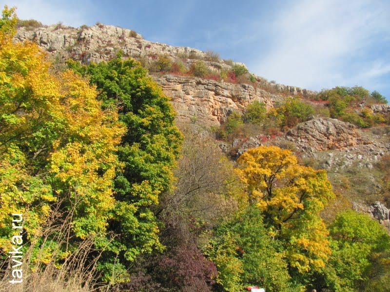 Крымские горы в районе Красной пещеры