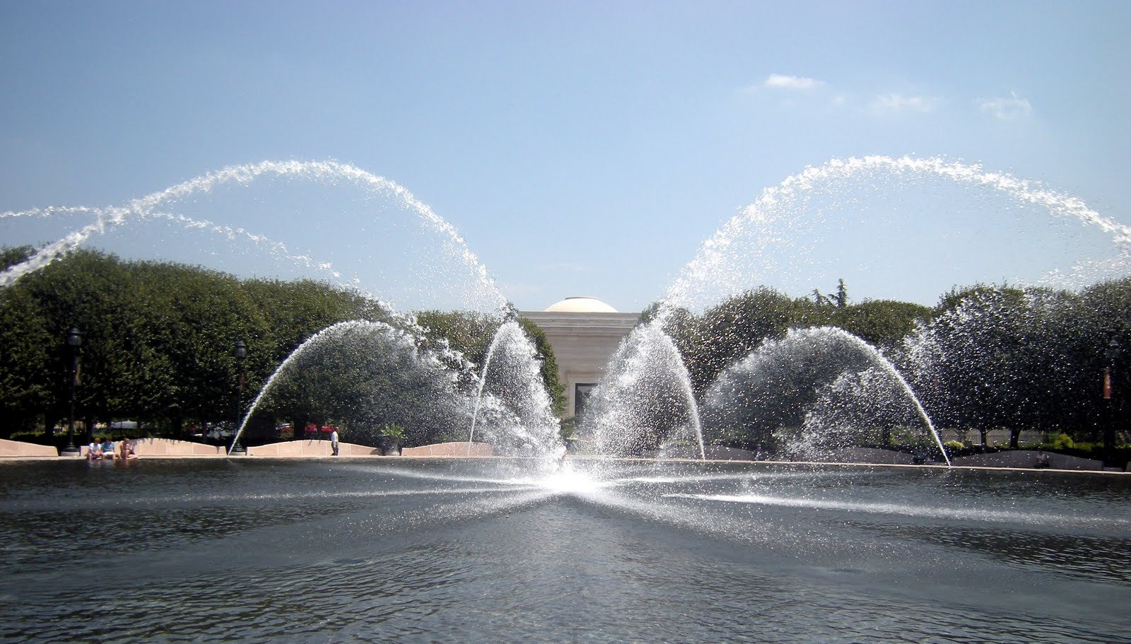 The Mathematical Tourist: Fountain Parabolas