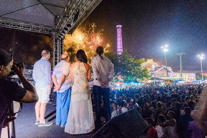 Caxias celebra chegada de 2018 com show pirotécnico e muita música no Réveillon que a gente quer