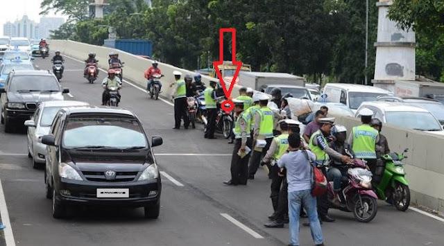 Info Dari Polisi Mohon Disebarkan! Polisi Kembali Gelar Operasi Zebra Se-Indonesia Tanggal 16 s/d 29 November 2016.Iniah Berbagai Kesalahan Yang Bisa Dikenai Tilang. No 6 Paling Banyak