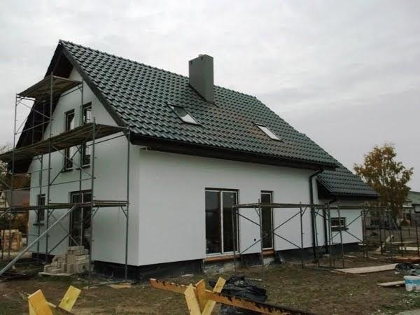 budowa domu prefabrykowanego drewnianego, dom z zewnątrz gotowy