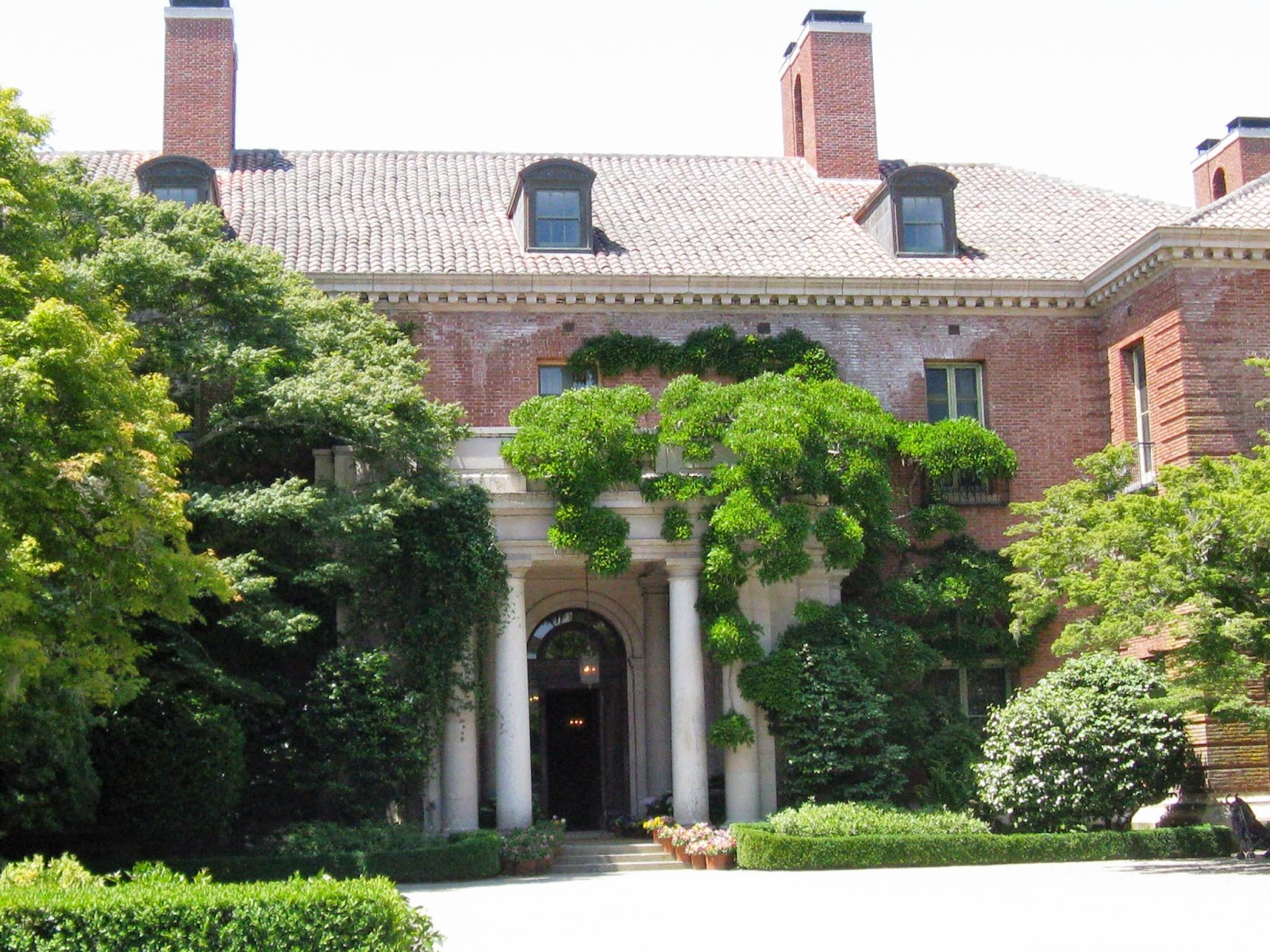 Fun tour guru goes off the beaten path filoli mansion for San francisco mansion tour
