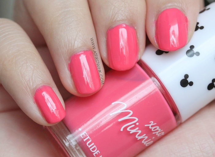 Etude House xoxo Minnie nail polish 02 - Bubble Pink nail swatches