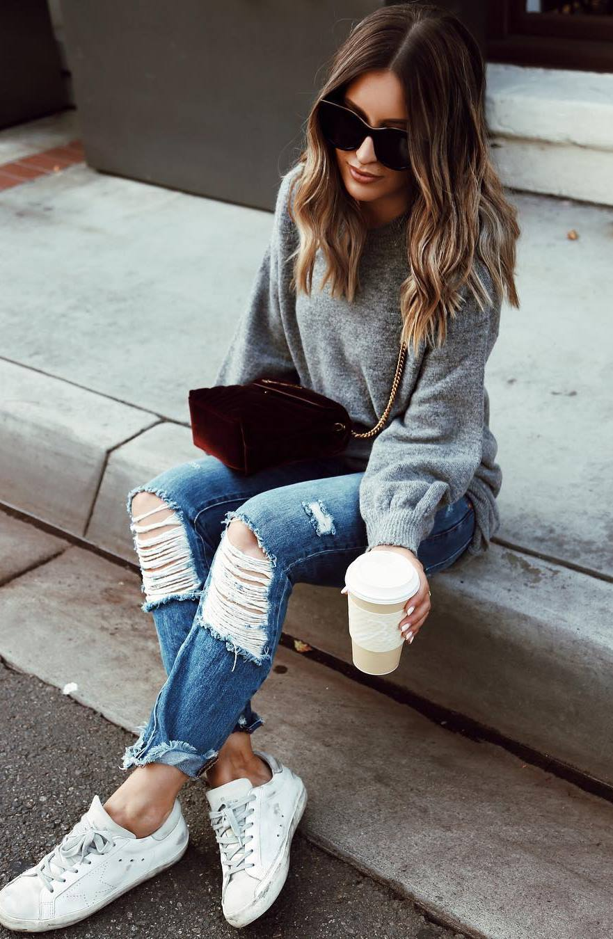 comfy fall outfit / grey sweater + velvet bag + rips + sneakers