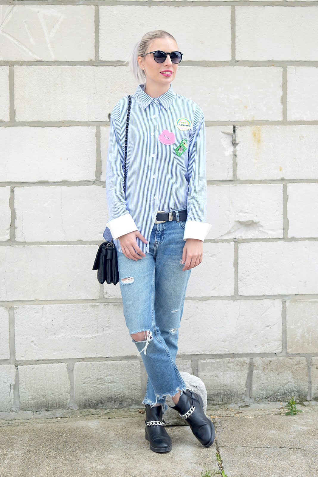 Blue striped shirt, patches, yaz, marc b bags, chain boots, ripped jeans