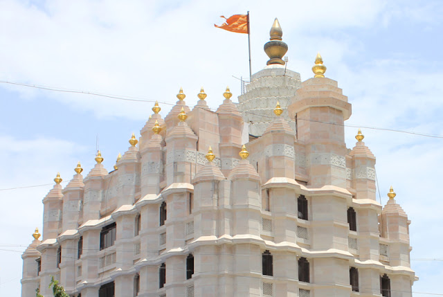 outside view of Siddhivinayak temple