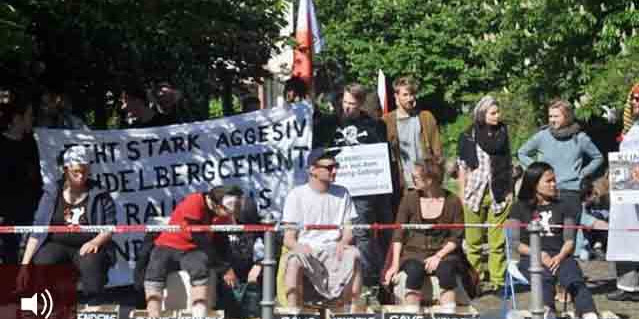Pegiat di Jerman gelar unjuk rasa solidaritas kepada petani Kendeng