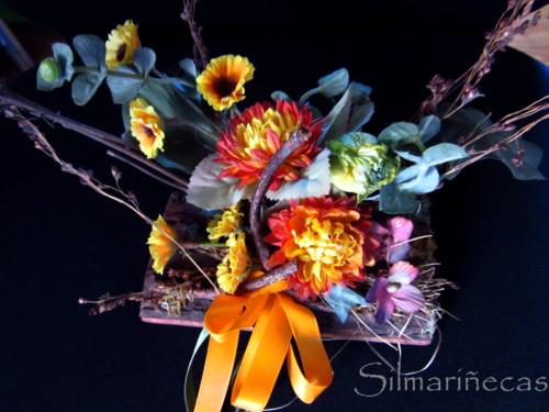 reloj de mesa decorado con flores