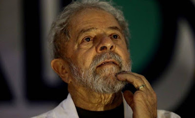 Assessora do TRF-4 numa postagem no Facebook pede prisão de Lula