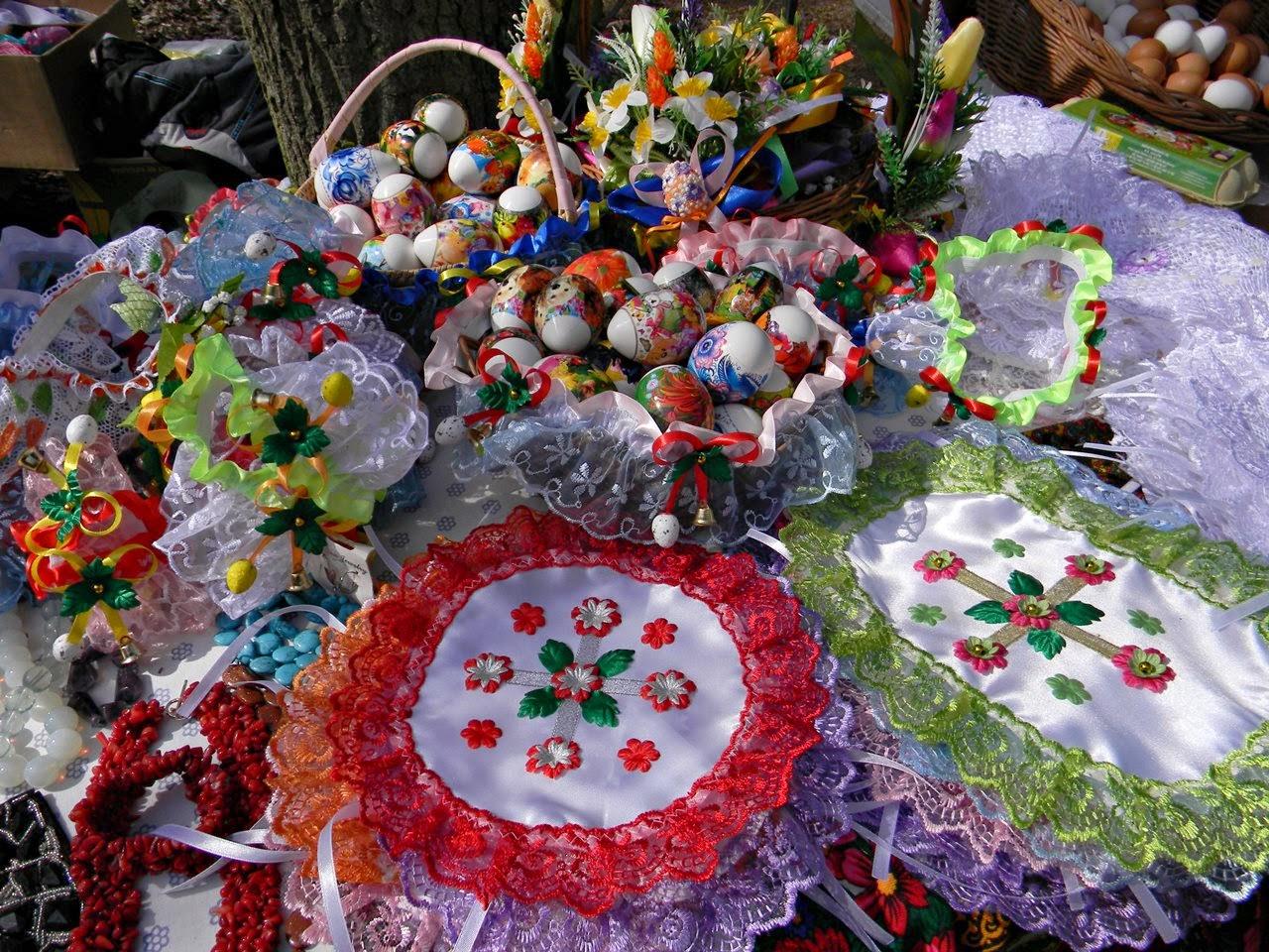 targi rękodzieła, koronki, jaja, serwetki, kwiaty