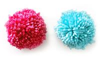 Kırmızı ve mavi renkli iplik ponponlar