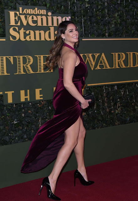 Kelly Brook with hot dress on red carpet