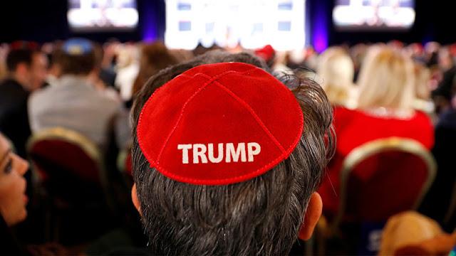 Trump 'se le sube a la cabeza' a los republicanos judíos: Kipás alusivas al presidente agitan la Red