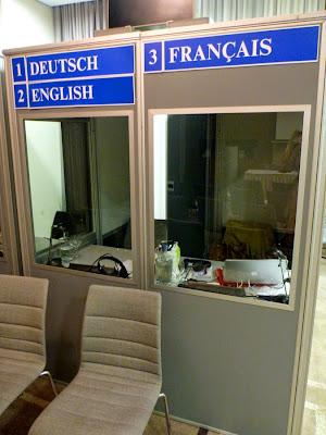 Konferenzdolmetscher und unser Alltag: Englisch, Französisch, Deutsch ... eine der Kabinen