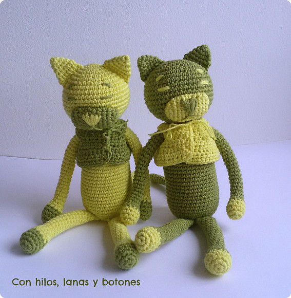 Con hilos, lanas y botones: Amineko con chaleco