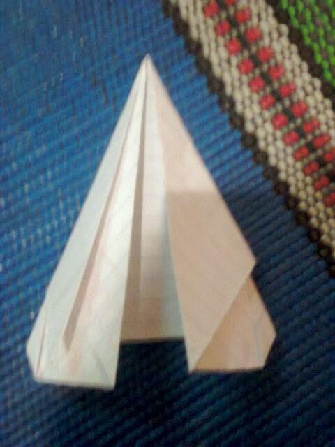 Cara Membuat Pesawat Kertas Yang Bisa Terbang Super Jauh: Membuat Mainan Dari Lipatan Kertas