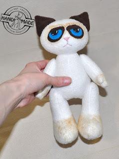 сердитый кот игрушка из флиса