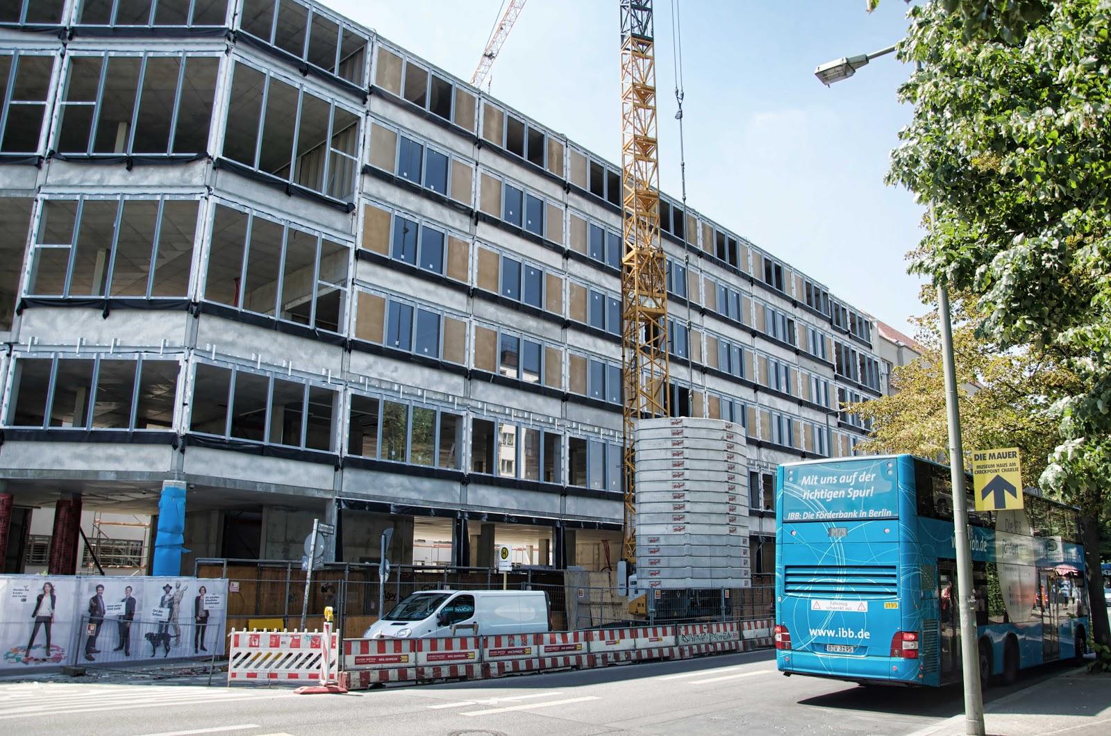 berliner baustellen 0403 baustelle erweiterung aufbau haus planet modulor moritzplatz. Black Bedroom Furniture Sets. Home Design Ideas