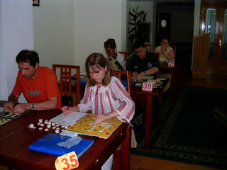 Festival International de Scrabble Francophone Roumanie Poiana Brasov 2004 -Sala, Arcadie Popescu si Laura Mihalca