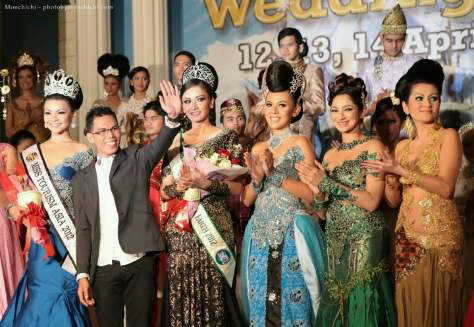 Tampak Adi didaulat tampil dalam ajang Miss Tourism Quenn World di Malaysia.
