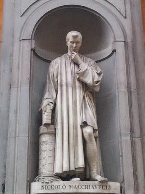 Maquiavel Estatua