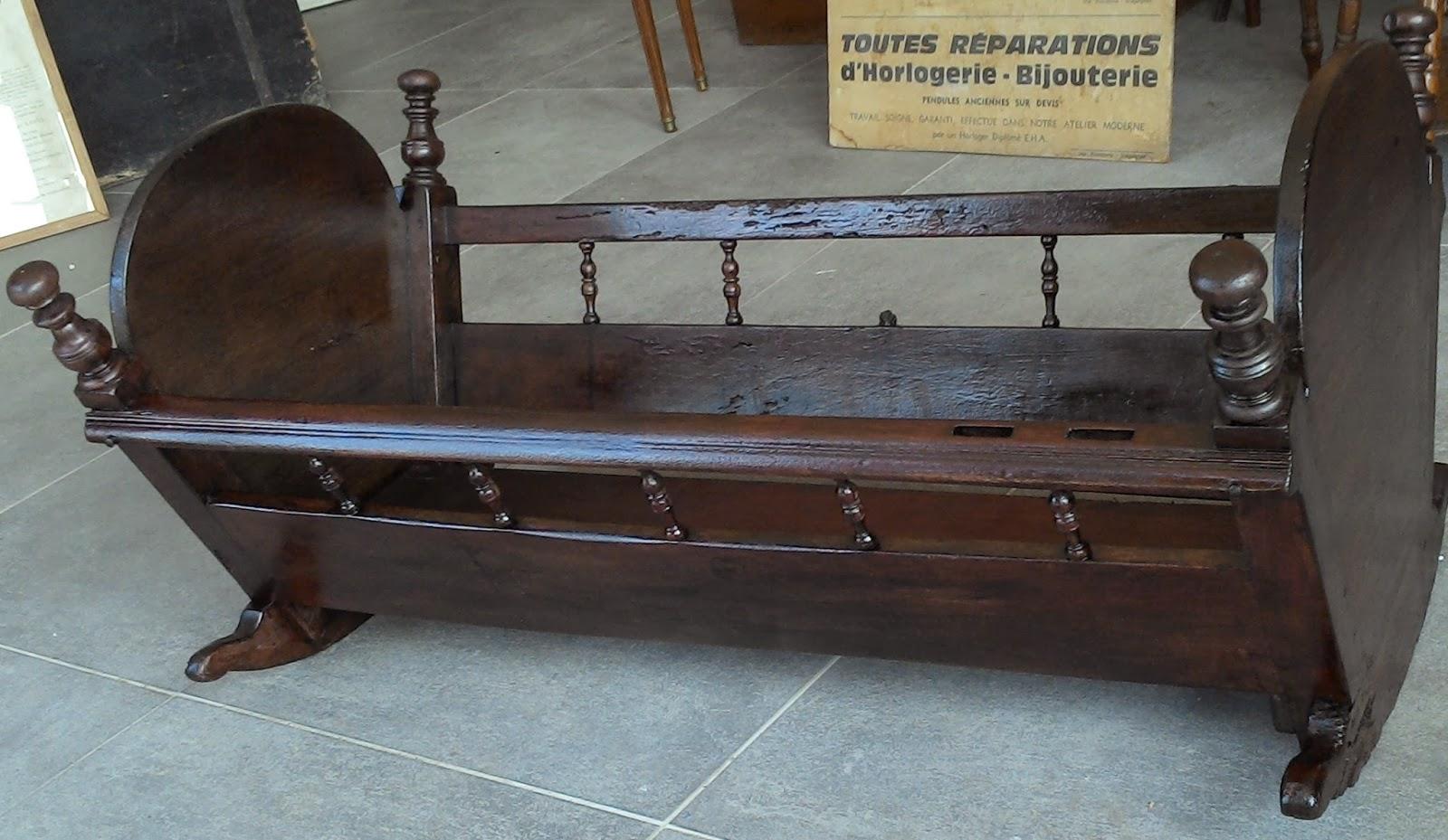 ancien lit d 39 enfant berceau en bois breton. Black Bedroom Furniture Sets. Home Design Ideas