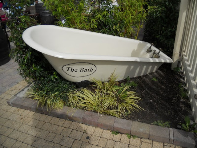Bathtub at the Bath Pub in Dublin