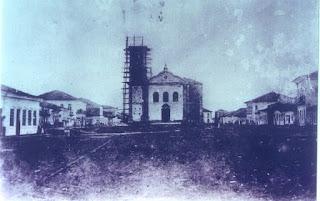 Basílica do Bom Jesus em construção. Década de 1870. Crédito: Onésio França Júnior.