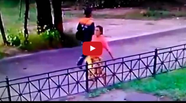 VIDEO   Tertangkap CCTV Ibu Buang Bayi Yang Baru Dilahirkan