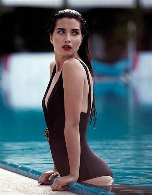 Foto Artis Turki Cantik Seksi Tuba Buyukustun
