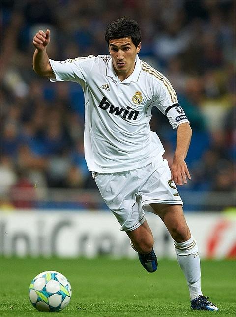 Sahin từng khoác áo của câu lạc bộ Real