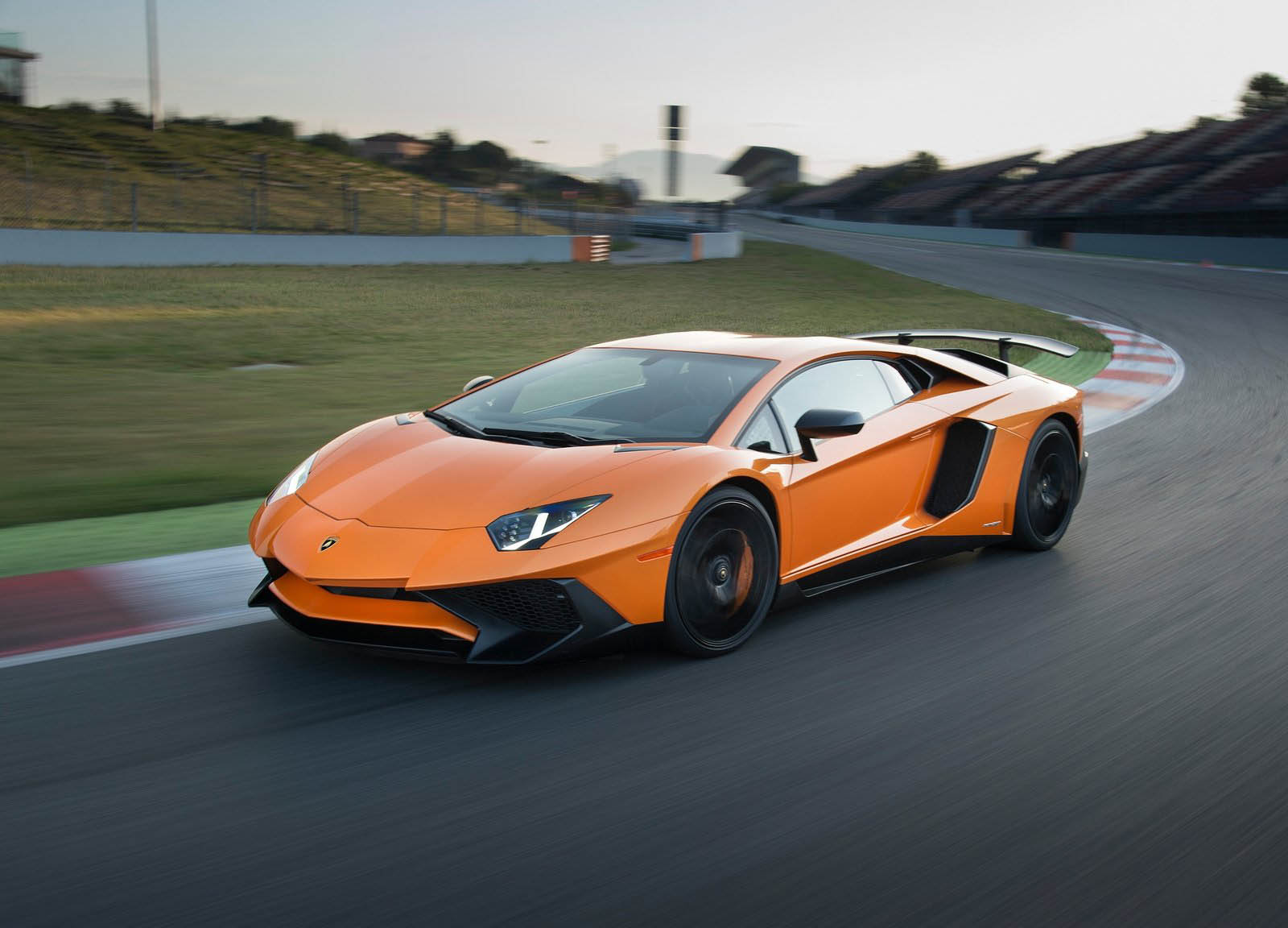 Don't Overfill Your Lamborghini Aventador Or It Could ...