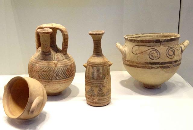 Peças de cerâmica filisteia provenientes de outros sítios arqueológicos