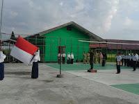 Babinsa Danau Panggang Serda Bustri Ajarkan Nasionalisme Lewat Upacara Bendera