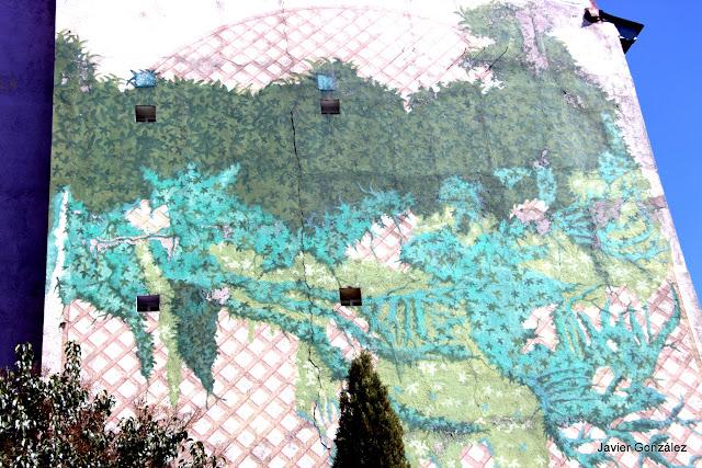 Trampantojos. Murales. Enredadera. Alberto Pirrongelli.Puerta Cerrada. Madrid