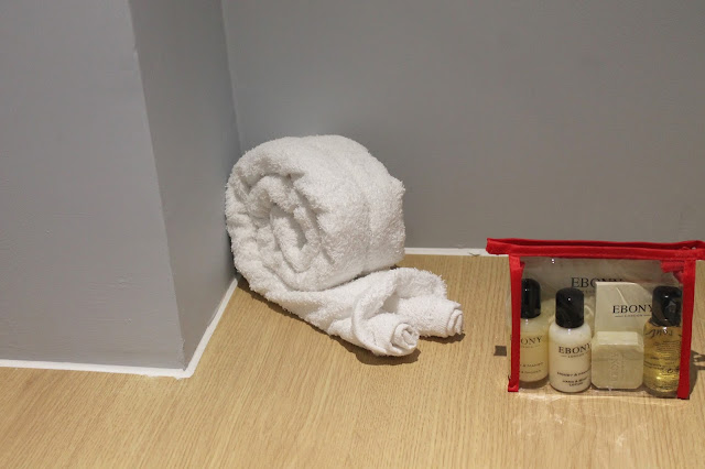 snail towel animal and free toiletries at butlins in chalet