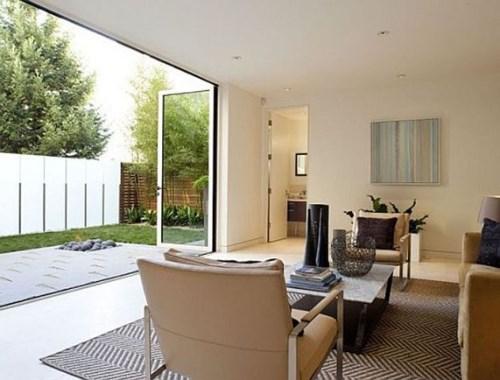 Interior Ruang Keluarga terbuka yang segar dan nyaman