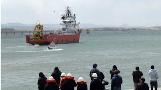 La tripulación del submarino desaparecido fue capturada por los agresores reptilianos.