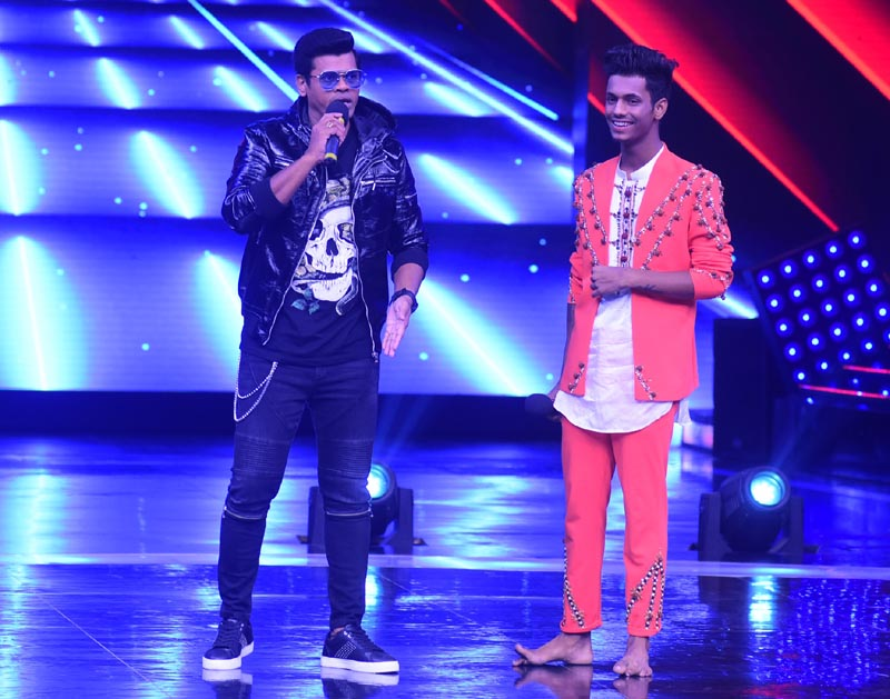 Marathi actor Siddharth Jadhav with contestant Chetan on Dance +4