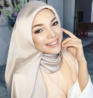 Dewi Sandra sebagai Sabina di film Ayat-Ayat Cinta 2