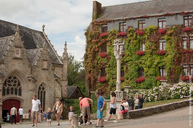 Iglesia de Notre dame de la Tronchane Rochefort-en-Terre viaje Francia