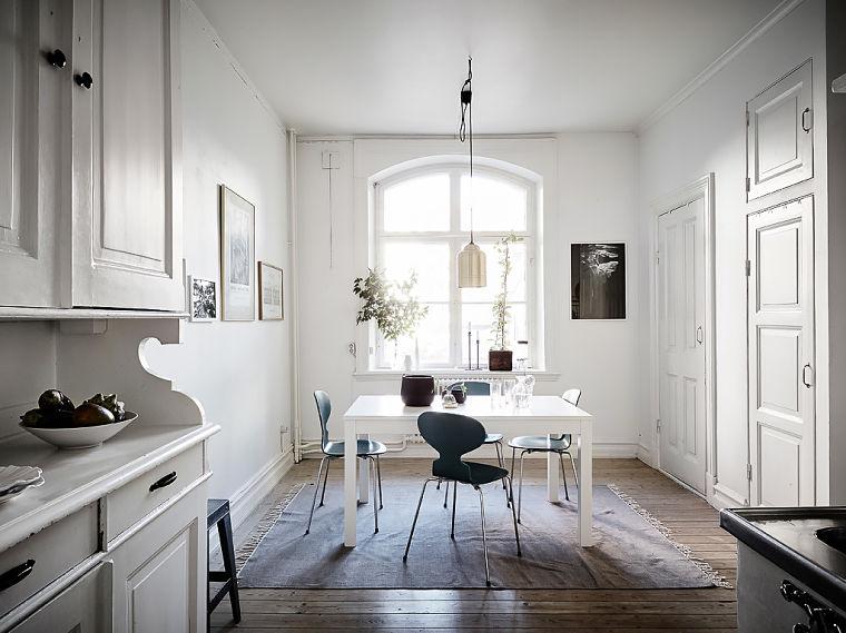 PUNTXET Un hogar luminoso con un dormitorio escondido #decoración #hogar #comedores
