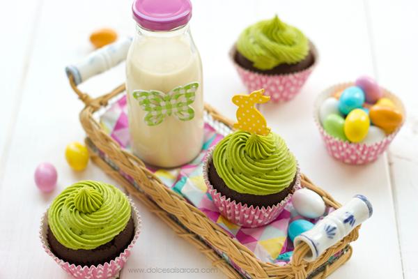 cupcake al cioccolato con ovetto sorpresa