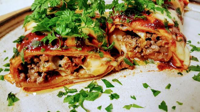 Enchiladas de boeuf à la salsa rouge