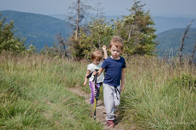góry z dzieckiem, chodzenie po górach z dziećmi, trakking z dziećmi