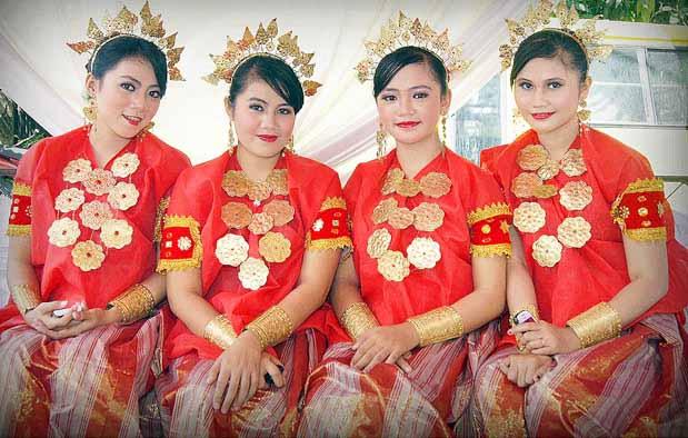Pakaian Adat Wanita Sulawesi Selatan