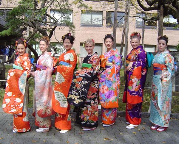 Asal Muasal dan Rental Kimono di Jepang #MeisUniqueBlog