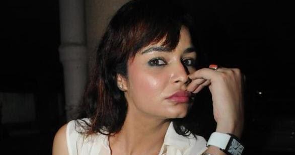 Bad Masti: Kavita Verma hot Cleavage show