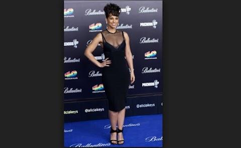 Vestido escote de Alicia Keys en Premio NRJ Music